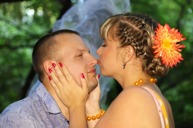 Любовь- это уважение друг к другу, доверие, поддержка, ваимопонимание и полная свобода.