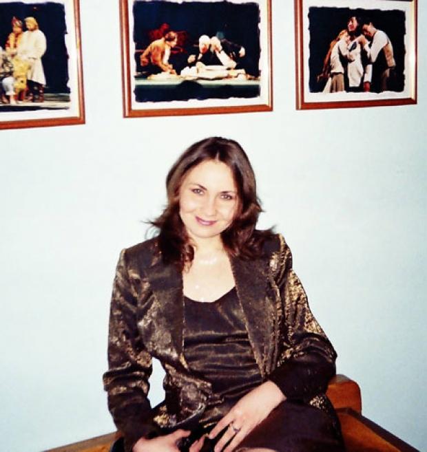 Десять лет назад  была выбрана в Харькове студенческой красавицей.