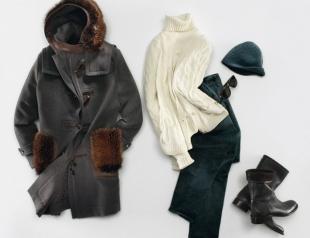 Пальто и белый свитер