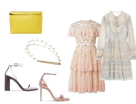 Чтобы создать романтичный образ, навеянный викторианской эпохой, достаточно подобрать сдержанное платье с кружевом и женственным силуэтом. Дополни его украшением для волос и клатчем. Из обуви подойдут лаконичные босоножки на каблуке.