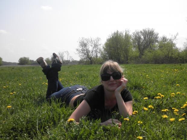 Запах весенней травы, на которой я лежу очень напоминает аромат Elizabeth Arden Green Tea, такой воздушный и лёгкий как порыв ветра....