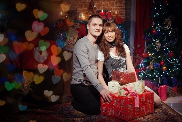 Елка, подарки, запах мандаринок, рядом любимый - все это создает прекрасное новогоднее настроение!
