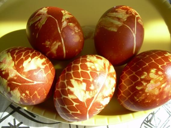 Как правильно красить яйца в шелухе
