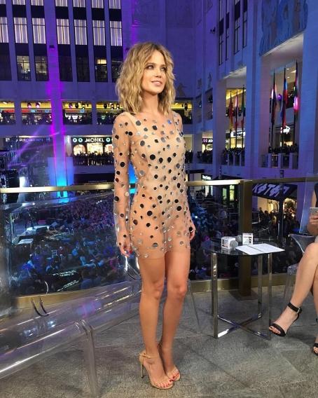 Фото прозрачное платье на голое тело видео фото