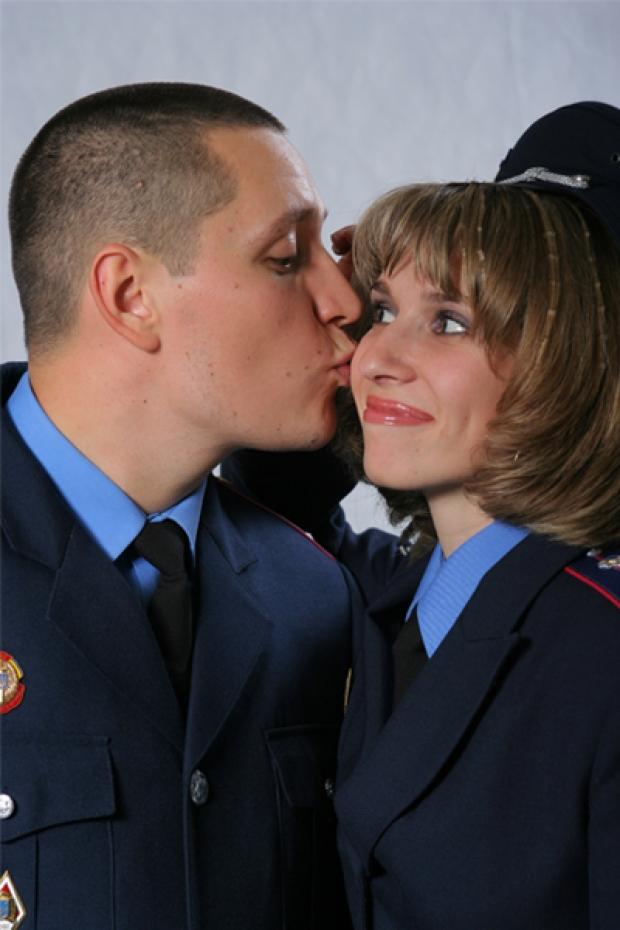 Не смотря на количество звезд на погонах, ранги и должности милицейских сердца застучали в унисон...  Это любовь!!!