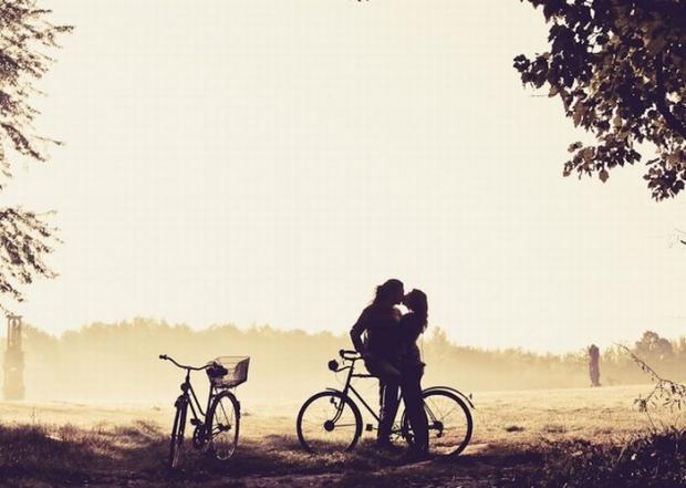 Предчувствие свидания, ожидаемого, желанного… Яркий, свежий взрыв счастья долгожданной встречи, безудержный порыв горячих объятий… Утонченная нега сбывшихся грез, пленительное забытье …С этим ароматом Ты удивительно женственна, любима, желанна, неотразима…