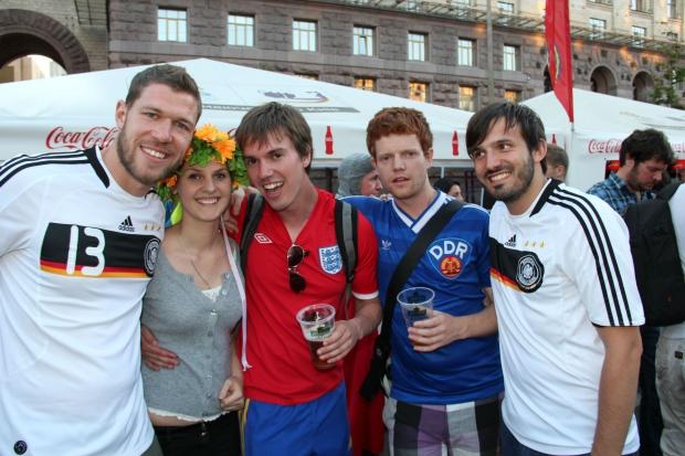 В фан зоне Киева на матче Италия-Англия!