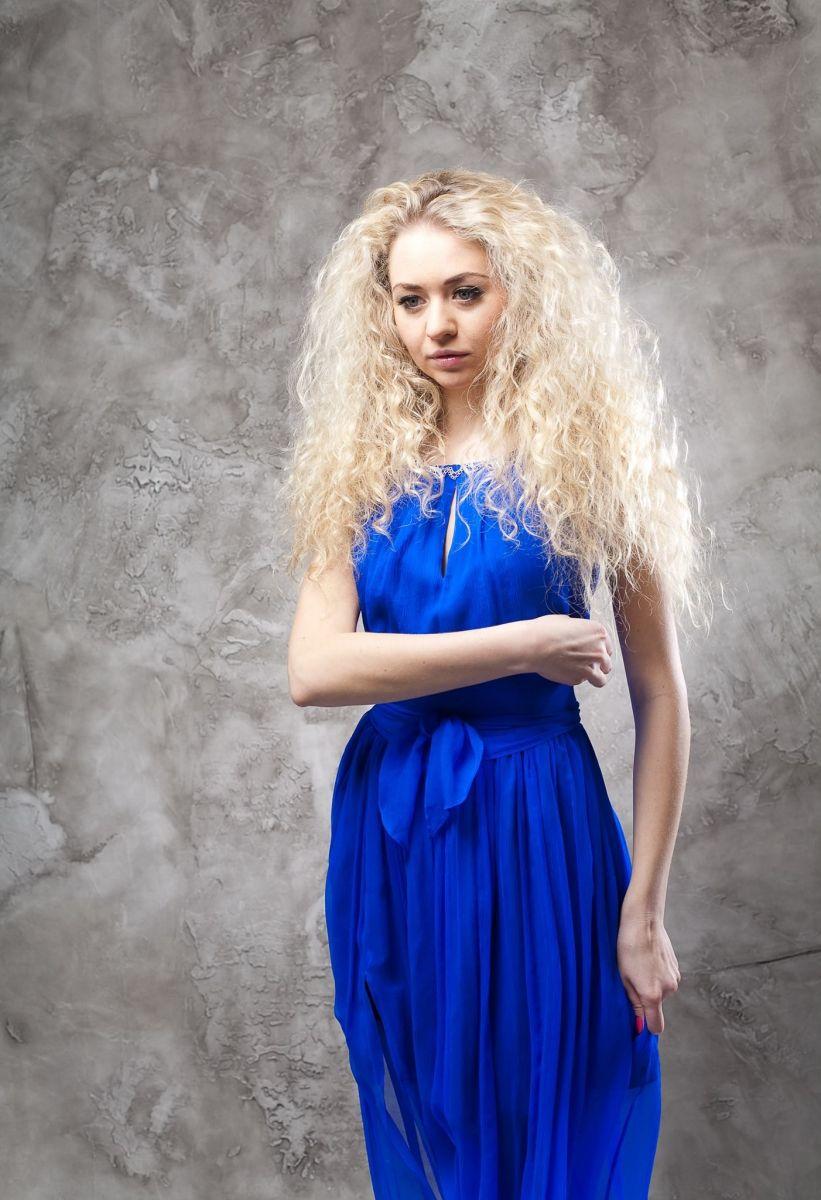 Синий цвет в одежде: его влияние на нашу жизнь - фото №4