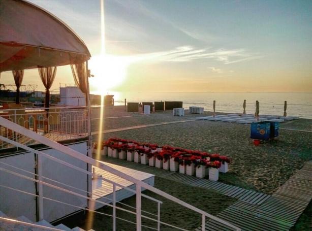 Самые популярные пляжи Одессы: куда пойти, чтобы с комфортом понежиться на солнце - фото №11