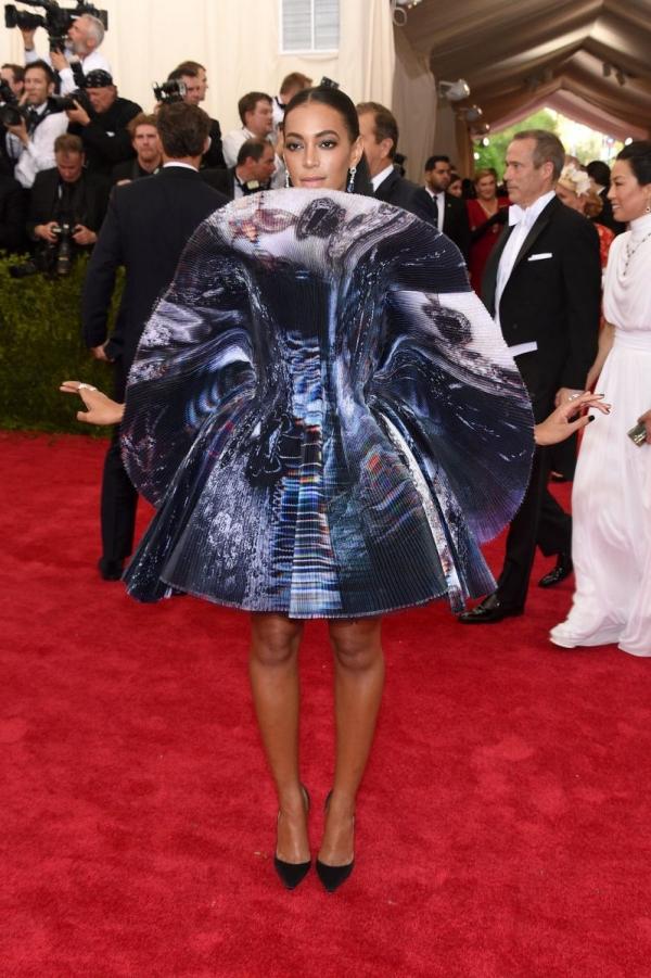 Самые скандальные платья Met Gala за всю историю - фото №6