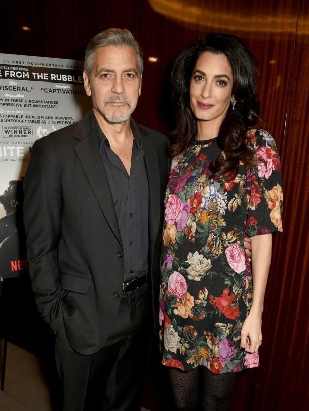 Беременная Амаль Клуни впервые показала округлившийся живот (ФОТО) - фото №2