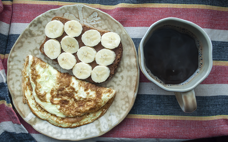 Чем быстро позавтракать: 3 вкусных блюда на скорую руку - фото №2