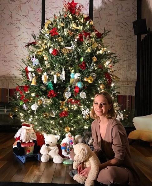 Глюкоза показала подросших дочерей и новогоднюю елку (ФОТО) - фото №1