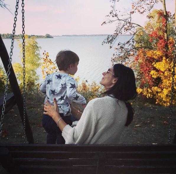 Маша Ефросинина впервые показала лицо сына: решаем, на кого из родителей больше похож ребенок телеведущей (ВИДЕО) - фото №1