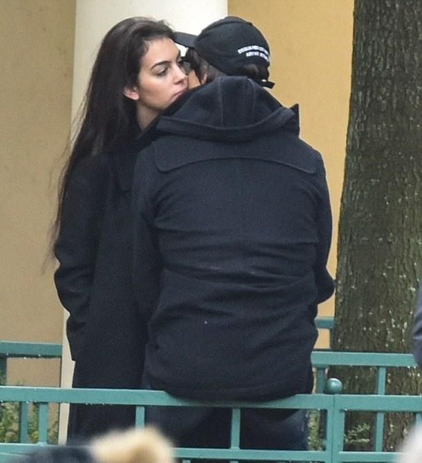 Новая любовь Криштиану Роналду: футболиста застукали с молодой моделью в Диснейленде (ФОТО) - фото №2
