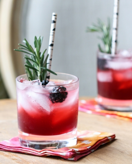 Ежевичный коктейль с джином