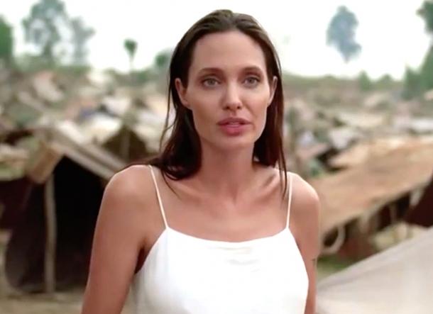 """""""Сначала они убили моего отца: Воспоминания дочери Камбоджи"""": опубликован первый трейлер фильма Анджелины Джоли (ВИДЕО) - фото №1"""