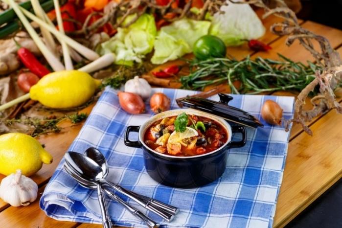 Солянку можно сделать с домашней колбасой