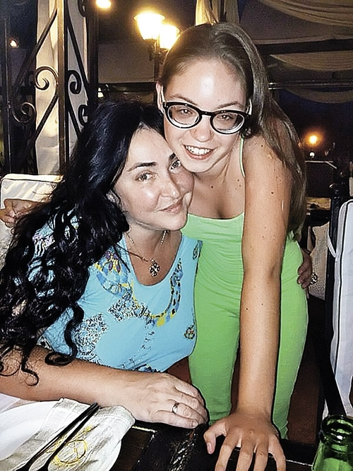 """Лолита рассказала о личной жизни 17-летней дочери: """"Говорит, что влюбляться не в кого"""" - фото №2"""