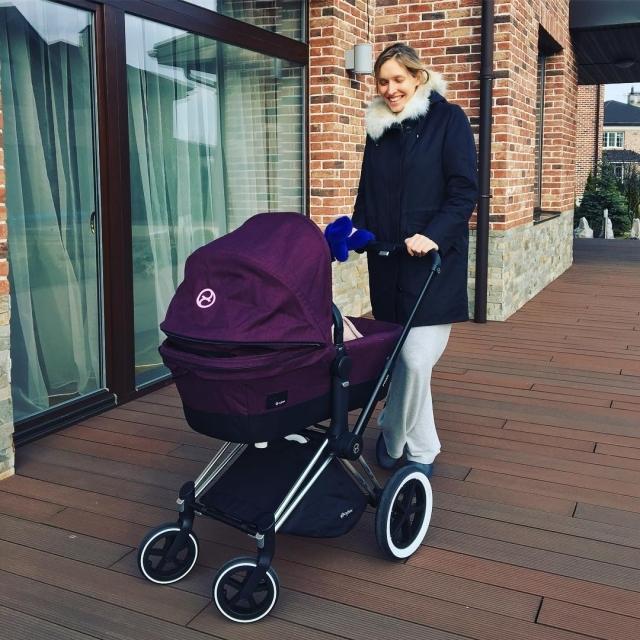 Счастливая и стройная: Катя Осадчая впервые вышла в свет после рождения сына (ФОТО) - фото №2
