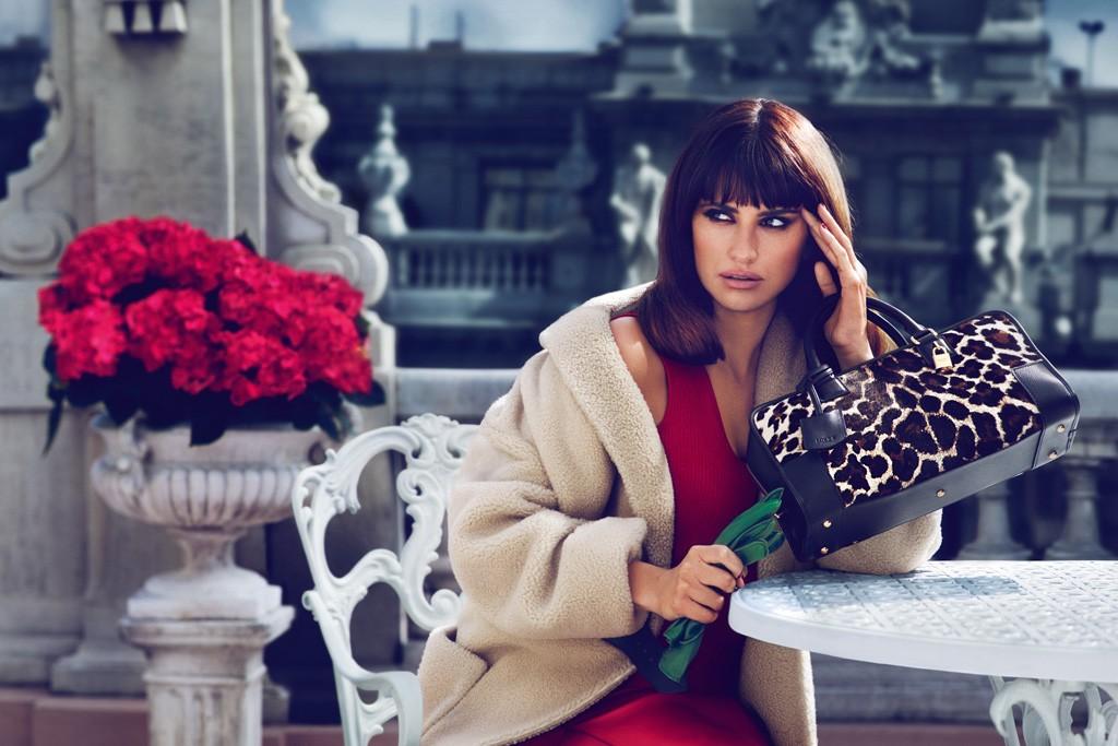 Пенелопа и Моника Крус создали сумку для Loewe - фото №2