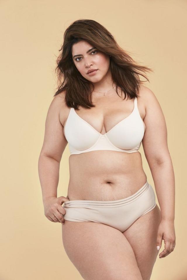 Обычные женщины с обычными телами в рекламной фотосессии косметического бренда - фото №1
