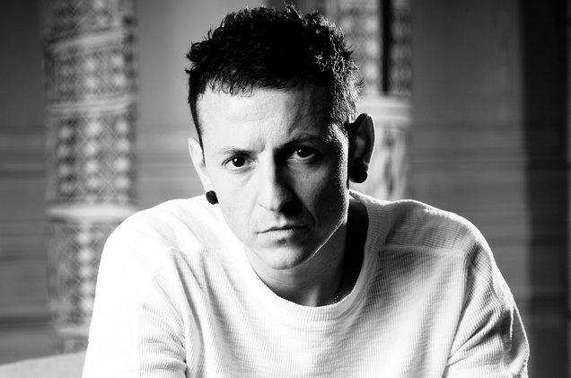 Солиста Linkin Park Честера Беннингтона похоронили возле дома, в котором он совершил суицид - фото №2