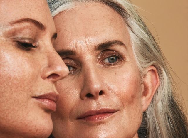 Обычные женщины с обычными телами в рекламной фотосессии косметического бренда - фото №2