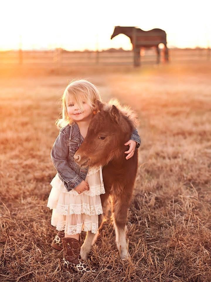 девочка с пони