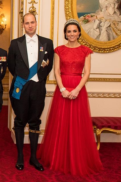 Кейт Миддлтон снова появилась в тиаре принцессы Дианы: новый официальный портрет британских монархов (ФОТО) - фото №3