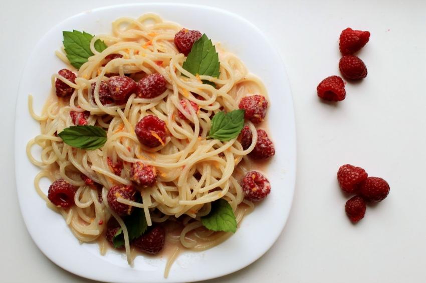 Спагетти с малиной, конфеты из сыра, классическая лазанья... А что ты приготовишь из крем-чиза? - фото №11