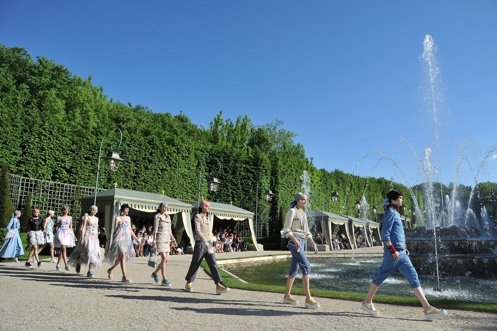 Chanel представил круизную коллекцию в Версале - фото №9