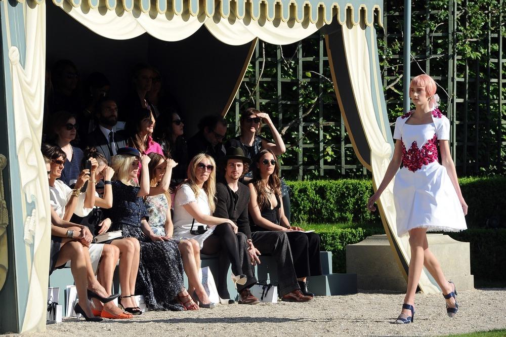 Chanel представил круизную коллекцию в Версале - фото №11