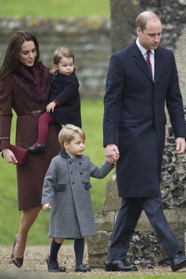 Принц Джордж и принцесса Шарлотта побывали у могилы принцессы Дианы: сын леди Ди рассказывает наследникам о бабушке (ФОТО) - фото №1