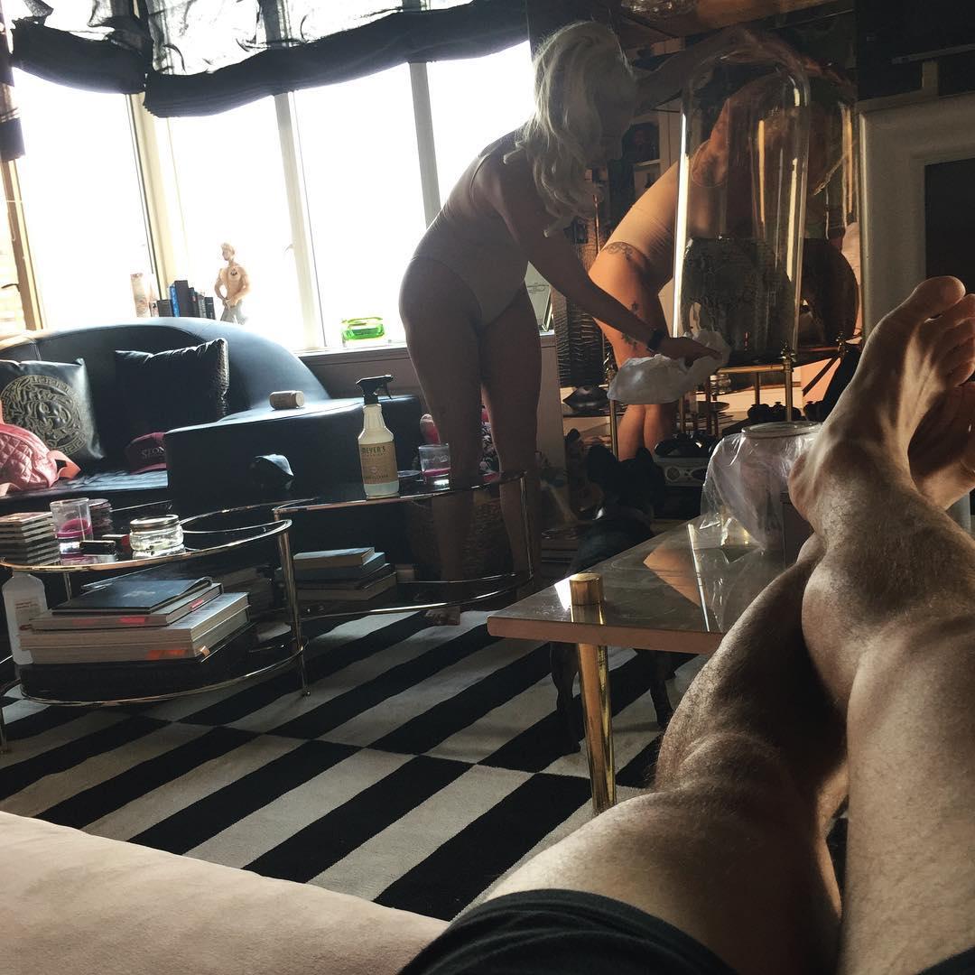 Леди Гага купила знаменитые шпильки от Alexander McQueen - фото №4
