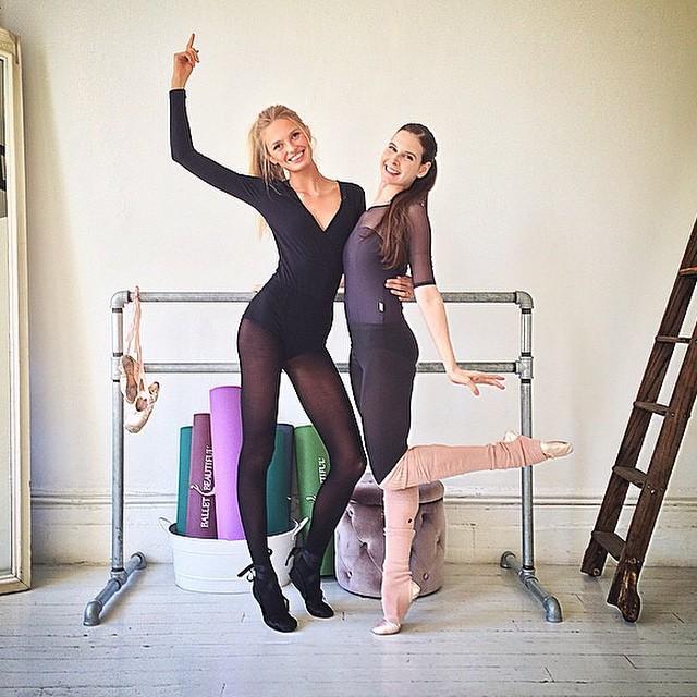 Как модели Victoria's Secret готовятся к шоу - фото №8