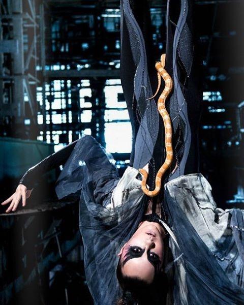 алина панюта фотосессия со змеей