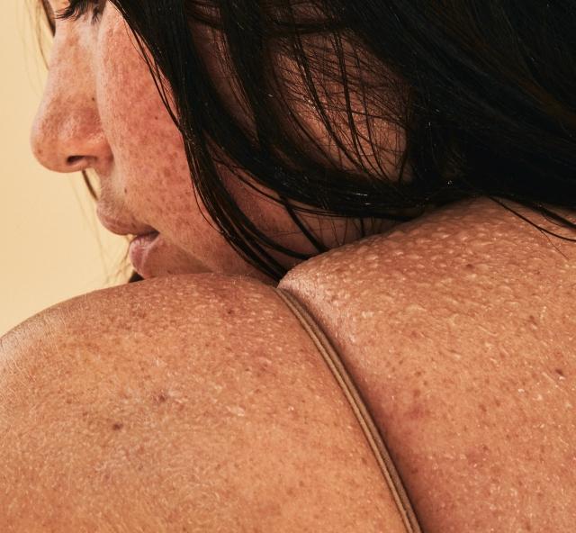 Обычные женщины с обычными телами в рекламной фотосессии косметического бренда - фото №8