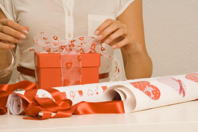 Как оригинально упаковать подарок к Новому году - фото №1
