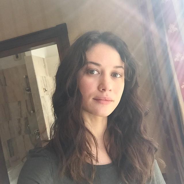 Как все мы: Ольга Куриленко показала фото без макияжа - фото №2