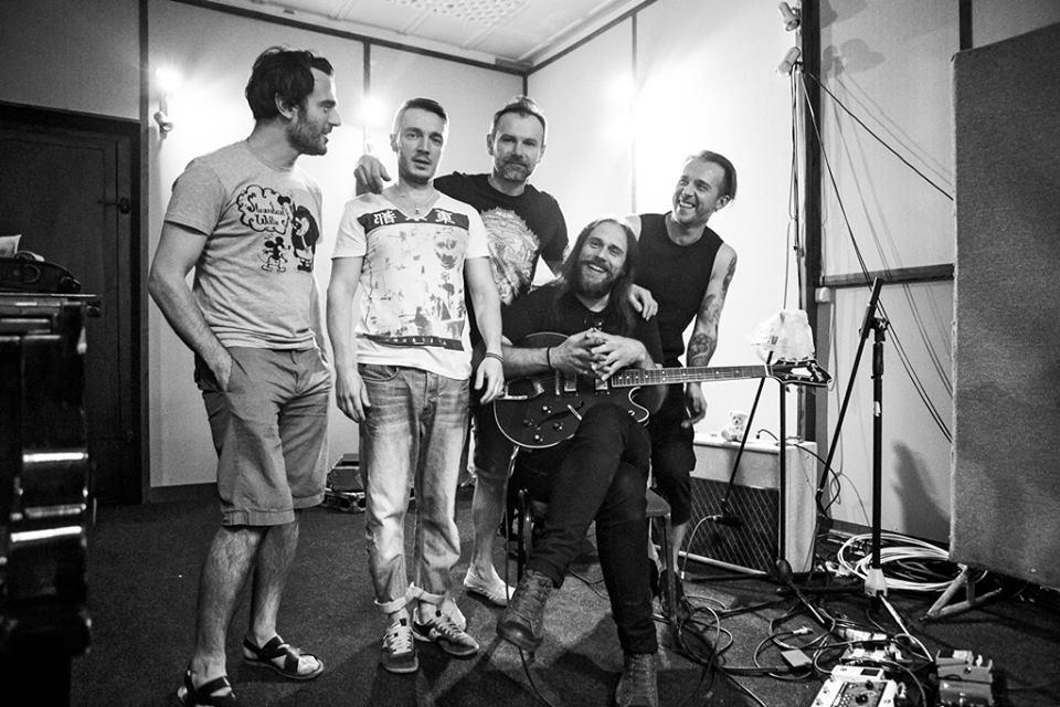 Группа Океан Ельзы выпустила новый хит, слова и музыку к которому написал Вакарчук - фото №1