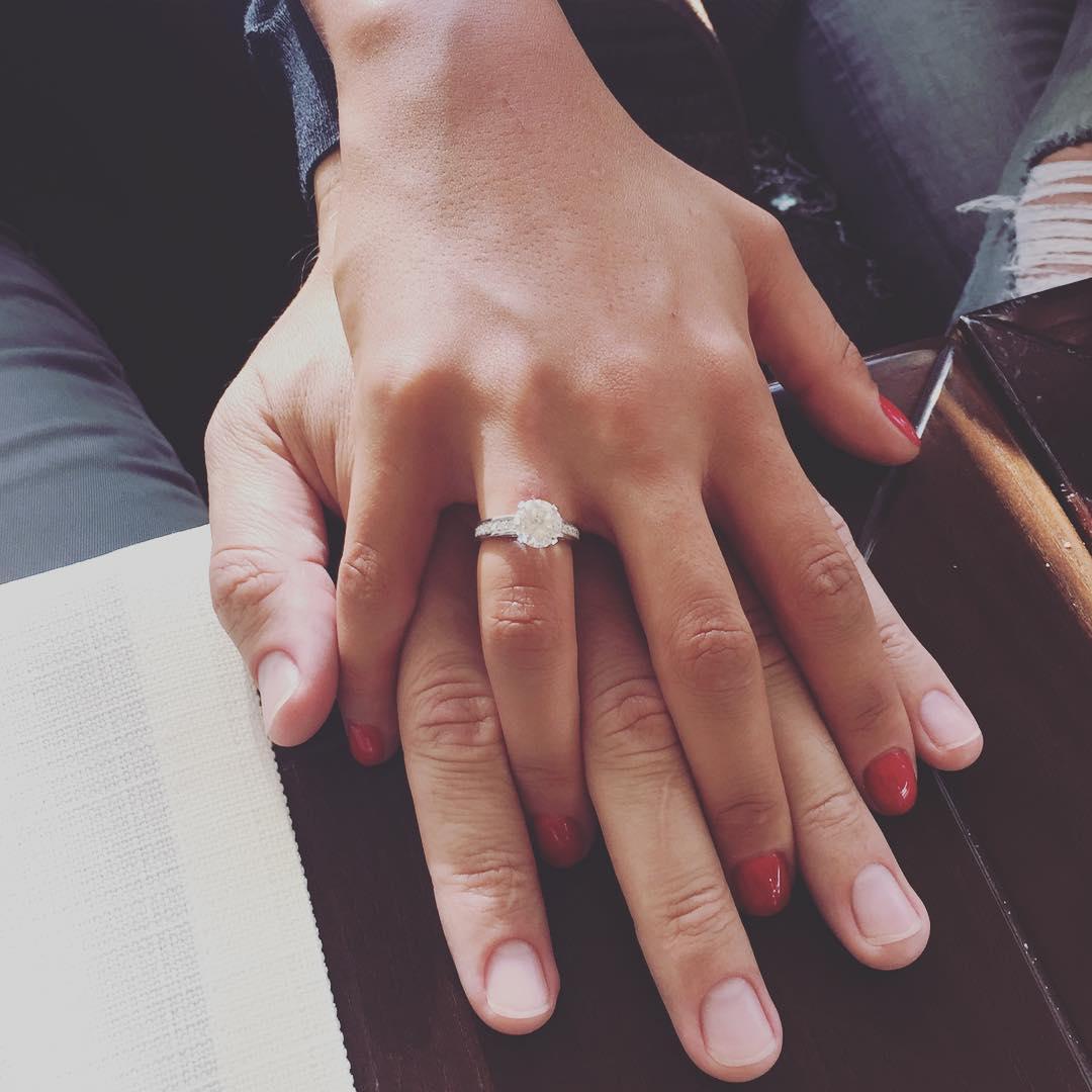 Санта Димопулос в третий раз вышла замуж: кольцо с бриллиантом и секретный супруг - фото №2