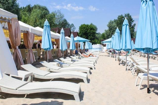 где позагорать у бассейна в Киеве