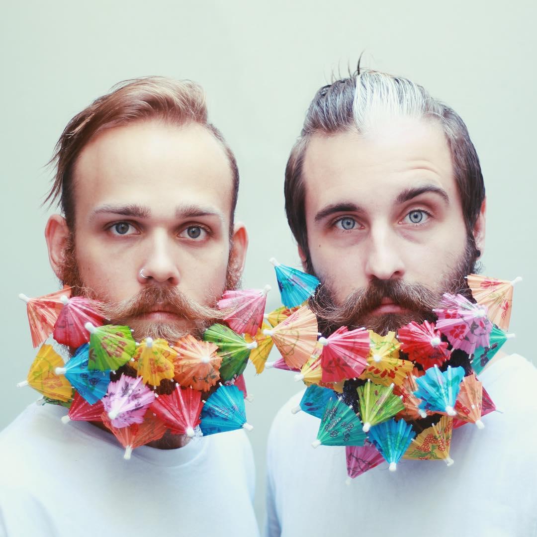 Блестки в бороду: два друга придумывают необычные украшения для своих бород - фото №1