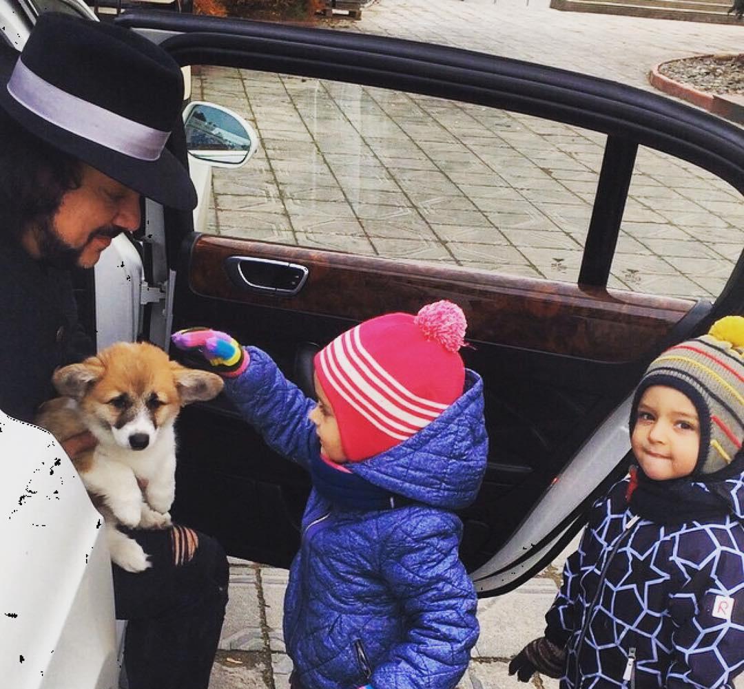 Киркоров подарил собаку детям