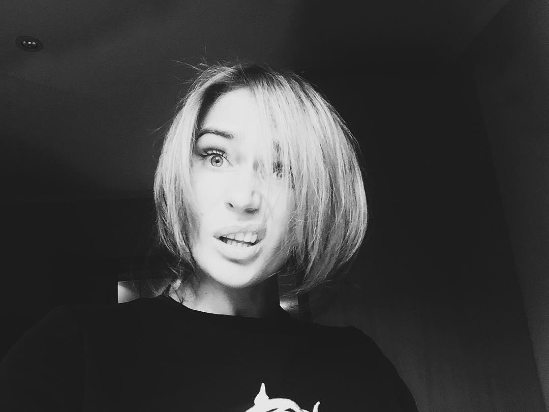 Алена Водонаева с каре: за или против нарощенных волос. Голосуем! - фото №4