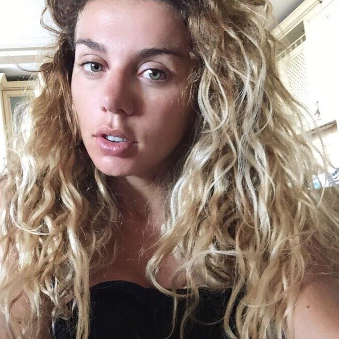 Как Анна Седокова выглядит без макияжа: певица выставила фото без мейкапа и фильтров - фото №3