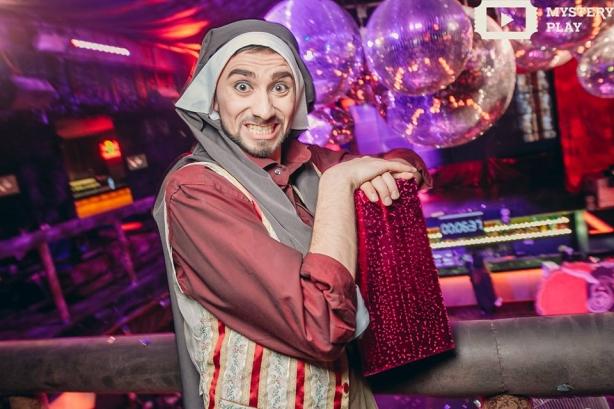 Как редакция ХОЧУ.ua ходила в кабаре: бородатая монашка научила воровку танцевать - фото №9
