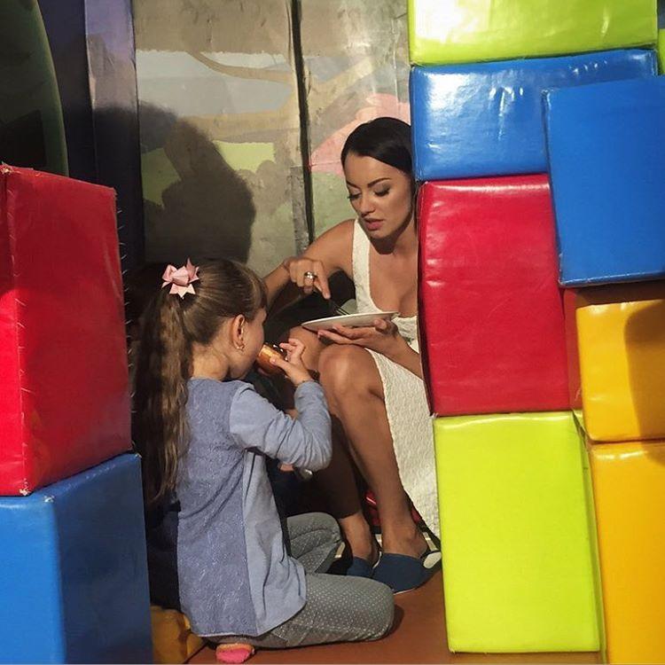 Холостяк 6 устроил нервные испытания для девушек: второй поцелуй и неожиданное прощание - фото №1