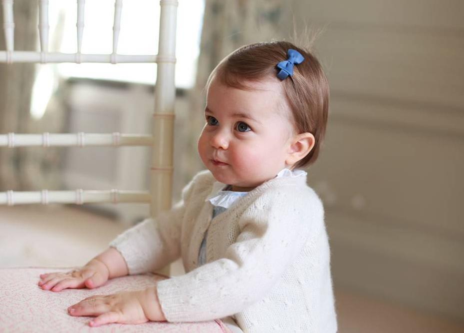 Новые фото принцессы Шарлотты: малышке исполнился годик - фото №2
